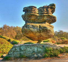 Picture of balancing rock, by Juan J, Flikr